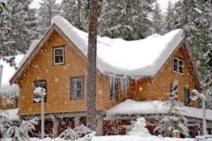 Snow at Longmire Lodge